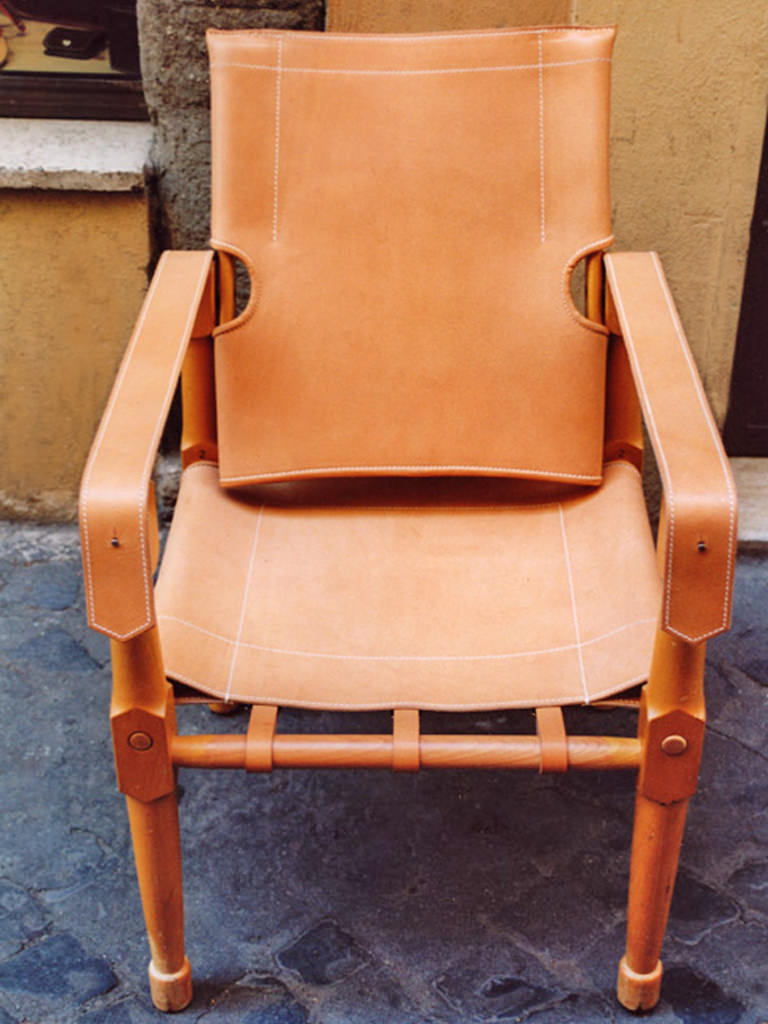 """Moretta""-style field chair in natural leather and wood"